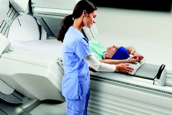 GE NUCLEAR NM/CT 850 Ensures every SPECT image has high-end CT outcomes in a low profile setting.